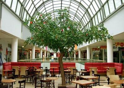 Künstlicher Apfelbaum mit Früchten