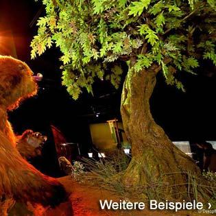 Künstliche Eiche (Kunstbaum) als stilvolle Dekoration auf einem Messestand
