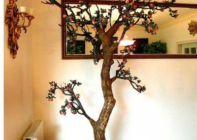 Dekobaum mit kleinen Früchten (auch als Eck-Dekoration geeignet).