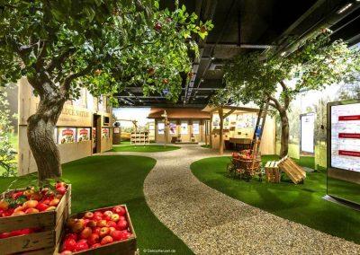 Künstliche Apfelbäume (Höhe 400 cm; Baumkrone 400 cm) in der Erlebniswelt eines Getränkeherstellers in der Schweiz.