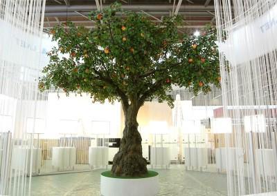 Messedekoration auf der CeBit in Hannover. Künstlicher Apfelbaum, Höhe: ca. 450 cm Kronendurchmesser ca. 600 cm