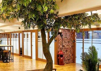 Künstlicher Baum mit gegabeltem Stamm. Höhe 280cm