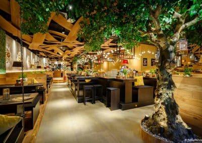 Künstlicher Baum (300 cm) mit Knollenstamm in Gastronomie