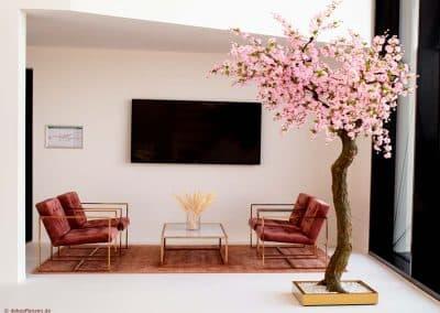 Künstlicher Baum mit Blüten (240 cm)