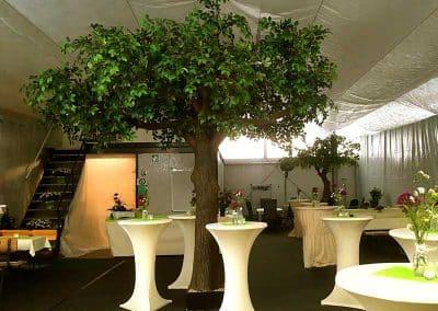 Dekorative Kunstbäume (Höhe ca. 3,30 m; Ø Baumkrone 4,20 m) für kleinere Event-Locations.
