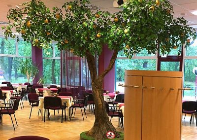 Ein Baum mit gegabeltem Stamm - in der Natur gewöhnlich; auf dem Dekorationsmarkt selten. Als Kunstbaum nur bei uns.