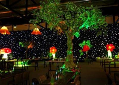 Knollenbaum in märchenhafter Atmosphäre auf einem Event (Baumkrone Ø 450 cm).