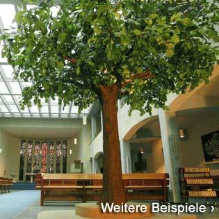 Kunstbaum (Linde) in einer Kirche