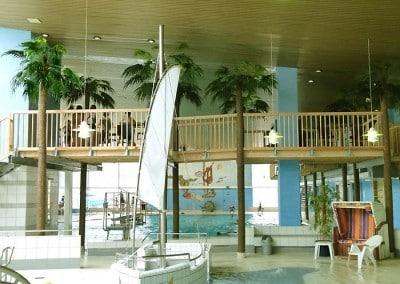 Fächerpalmen in einem Freizeitbad