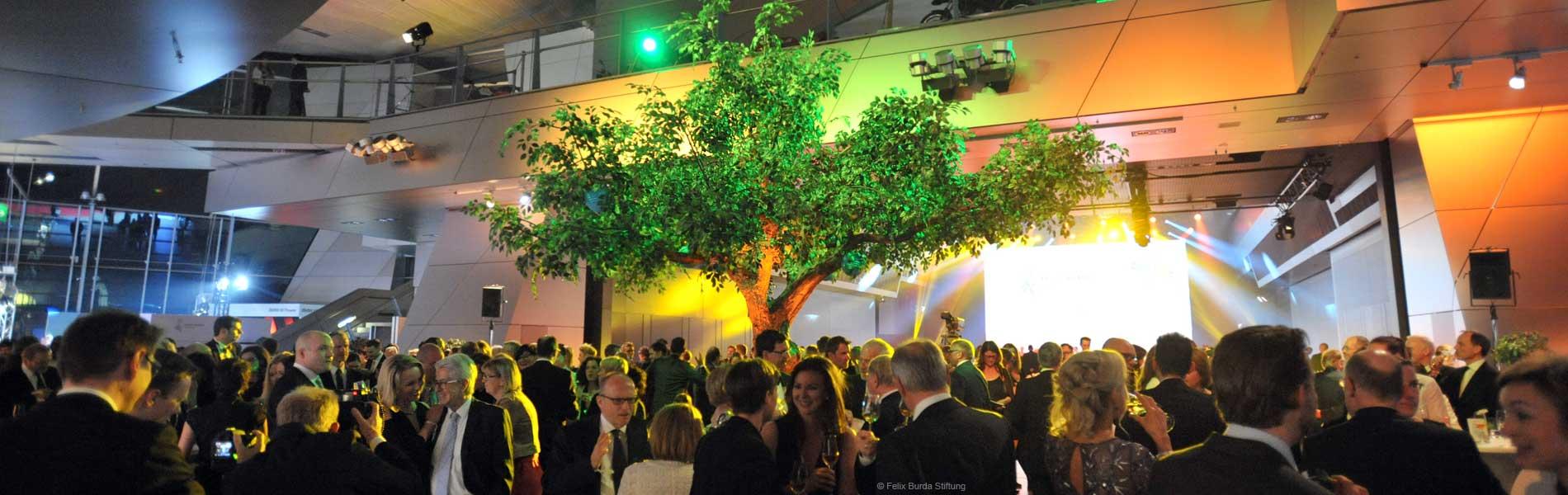 Großer Kunstbaum auf dem Felix Burda Award 2016 | © Felix Burda Stiftung