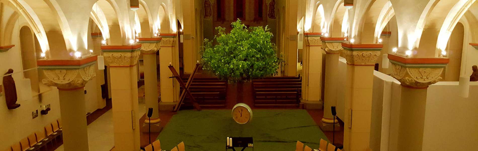 Künstlicher Lindenbaum in der Liebfrauenkirche Gelsenkirchen
