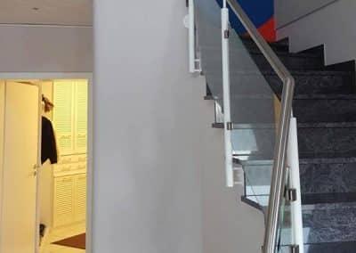 Treppenaufgang ohne Olivenbaum-Dekoration