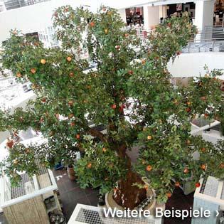 Großer Kunstbaum / künstlicher Baum mit ca. 5,00 m Höhe in einem Möbelhaus